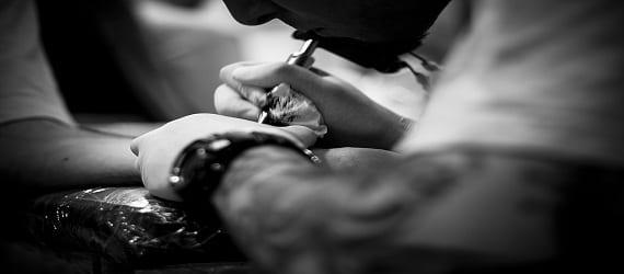 La cultura del tatuaje, muy extendida en Oviedo