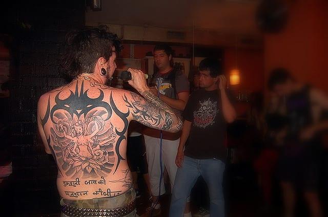 Espectacular tatuaje de gran tamaño en la espalda