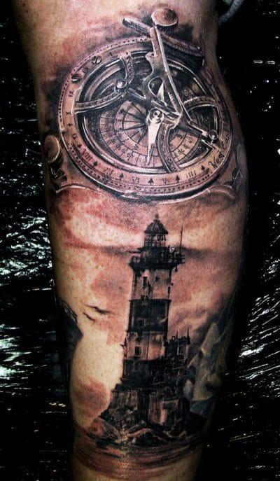 Tatuaje de faro realista