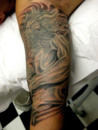 Tatuaje de Poseidón enfadado.