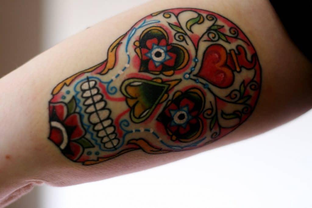 Tatuaje de calavera roja