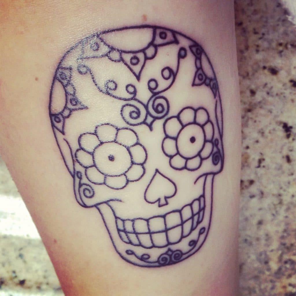 Tatuaje de calavera mexicana delineado