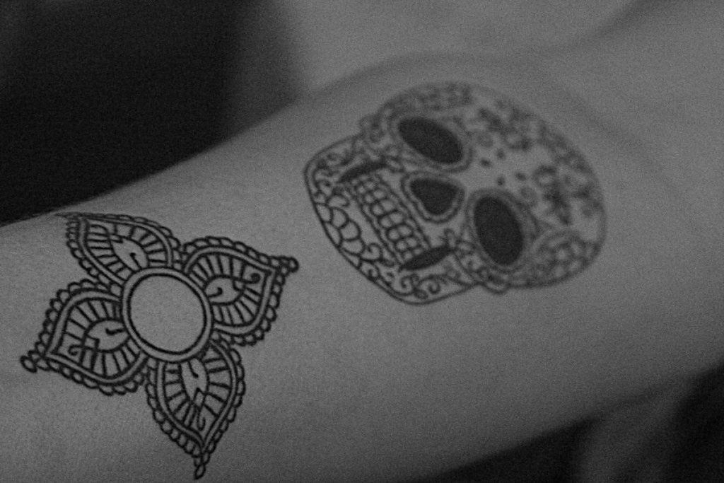 Tatuaje sencillo de calavera mexicana