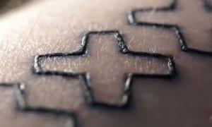 Tatuaje en proceso de curación