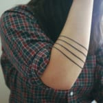 Tatuajes de líneas en el brazo