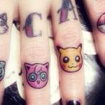 Tatuajes en los dedos de las manos