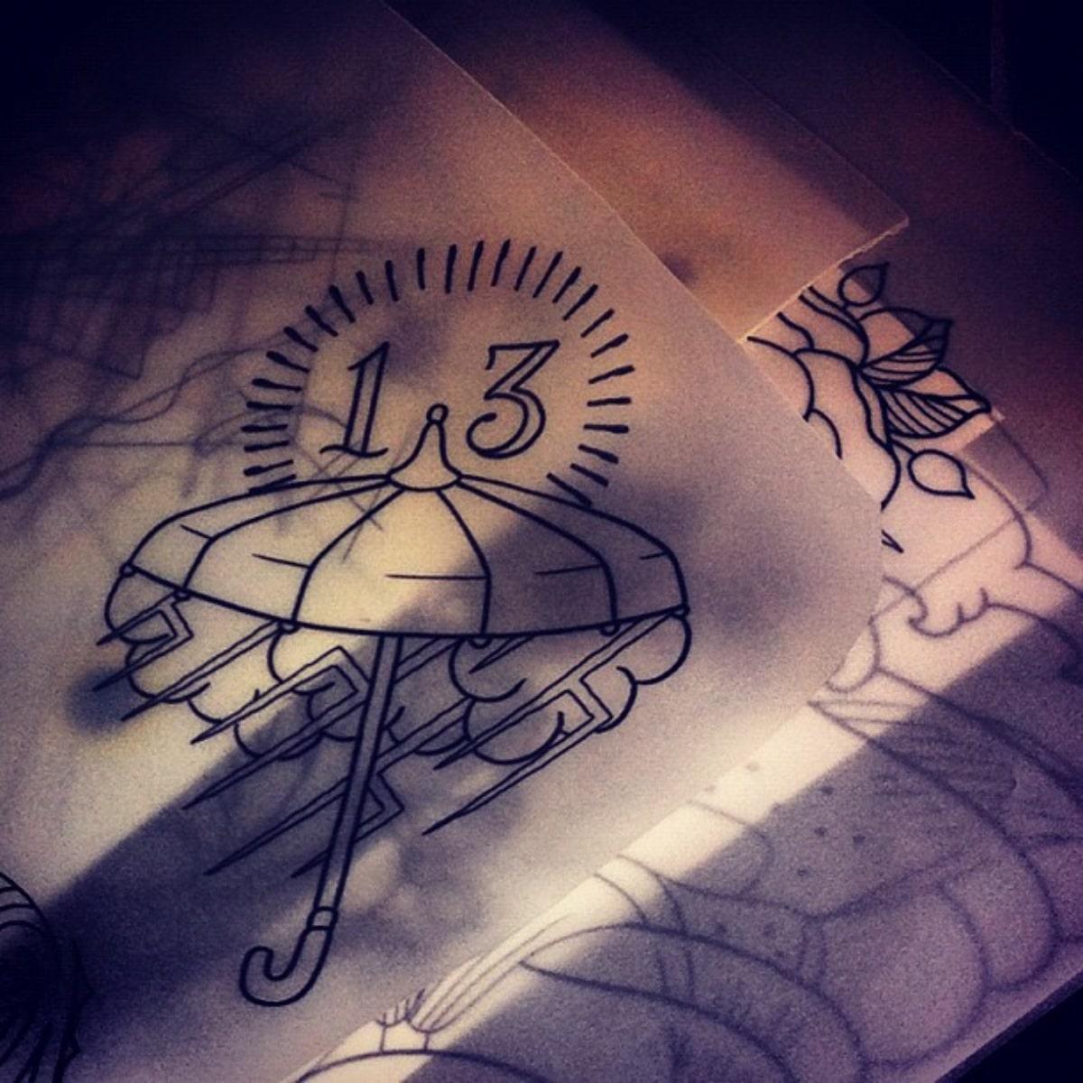 Diseño de tatuaje de paraguas