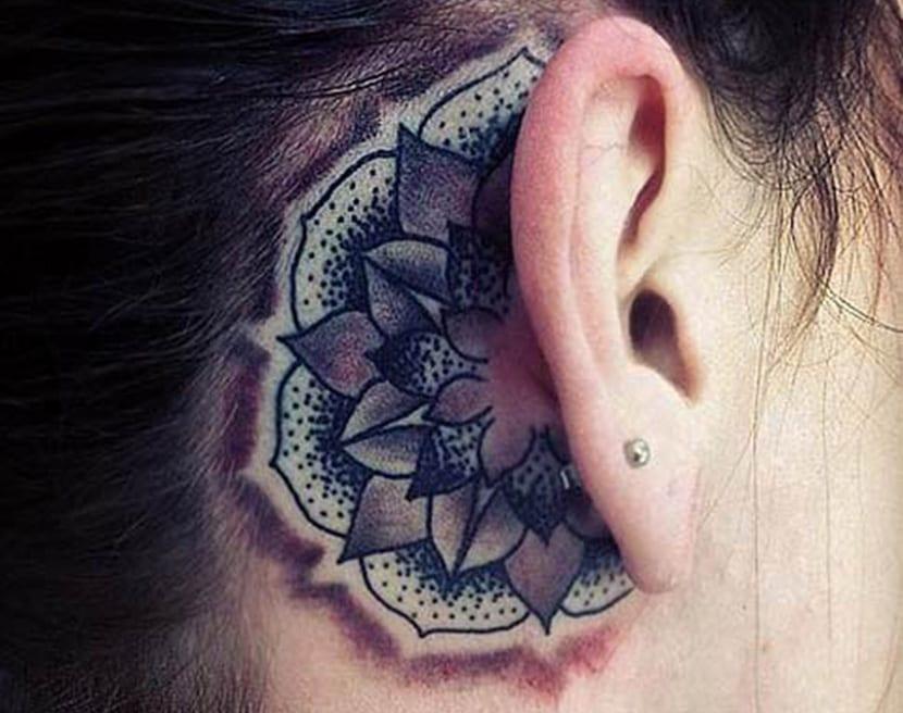 Tatuajes Detrás De La Oreja Elegantes Y Discretos
