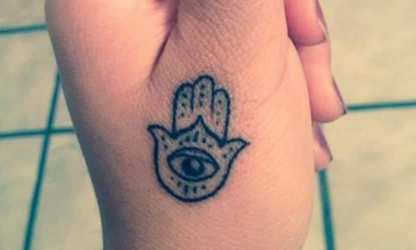 tatuajes pequenos mano de fatima