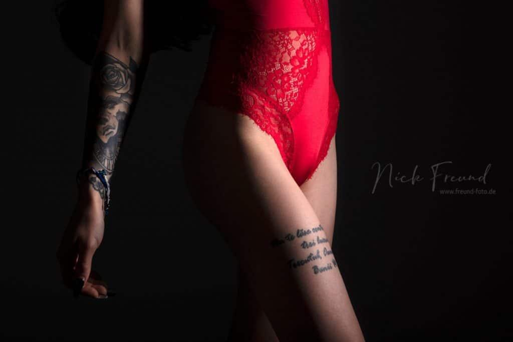 Tatuaje con liga a medias