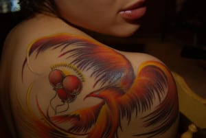 tatuaje ave fenix hombro