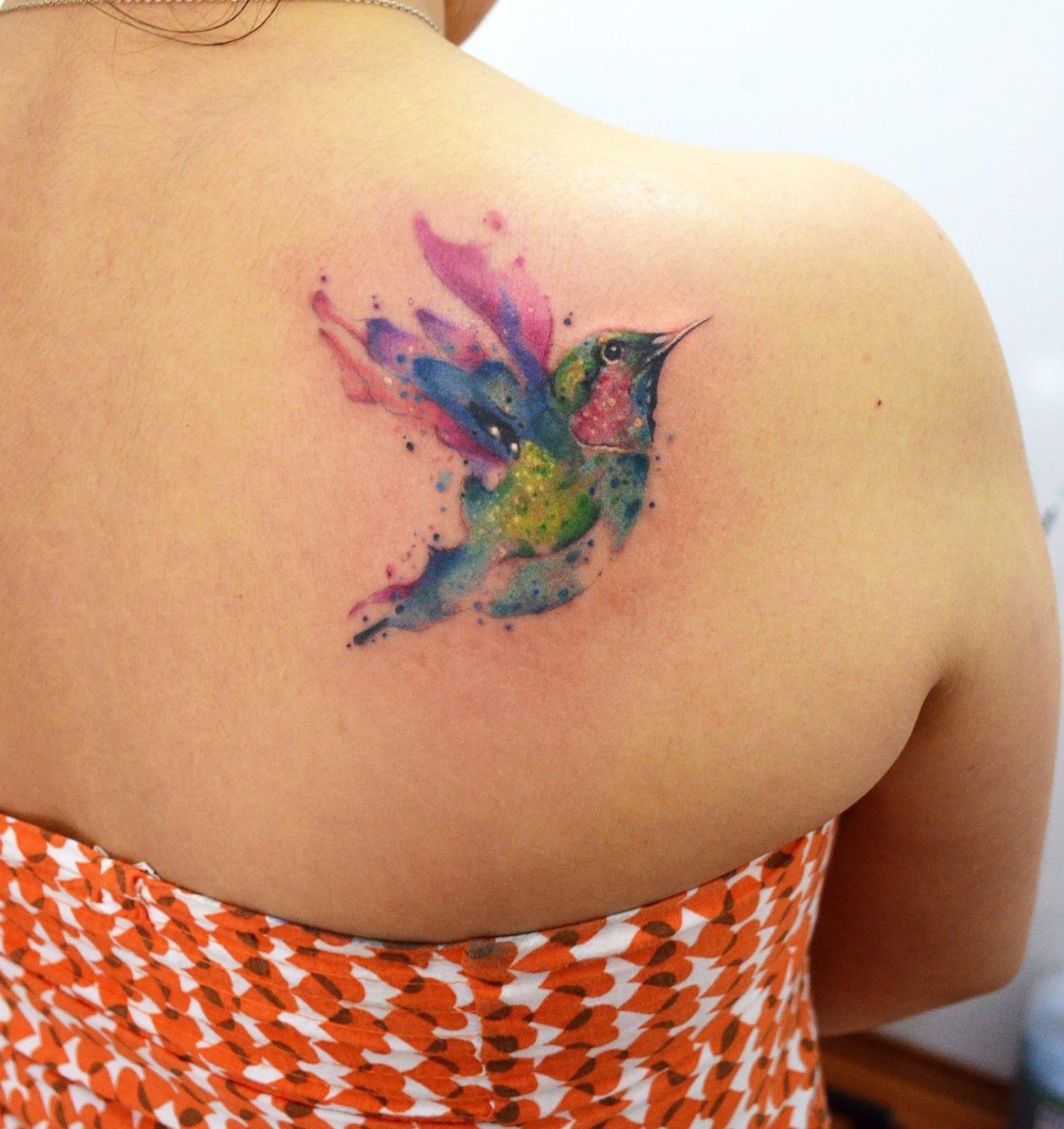 De colibri en la espalda significado tatuaje colibri tatuaje tattoo -  Qu Significa Para Ti A Continuaci N Te Presento Una Galer A De Im Genes Para Que Puedas Ver Algunos Ejemplos De Tatuajes De P Jaros Son Espectaculares
