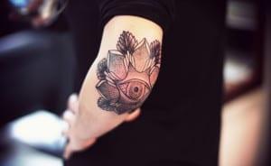 Tatuajes en el codo