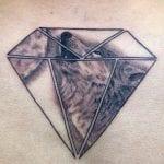 tatuaje diamantes en espalda