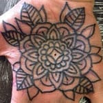 Tatuajes en las palmas de las manos