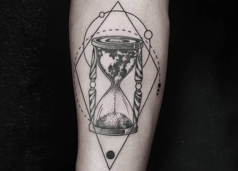 Tatuajes De Relojes De Arena Y Su Significado
