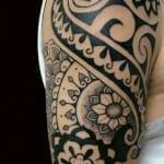 Tatuajes de tribales con flores