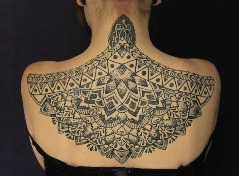 geometria sagrada espalda