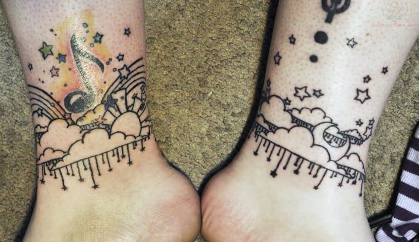tatuaje de nubes musicales