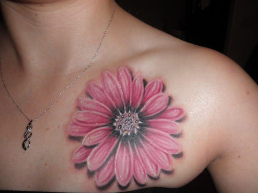 tatuaje margarita rosa