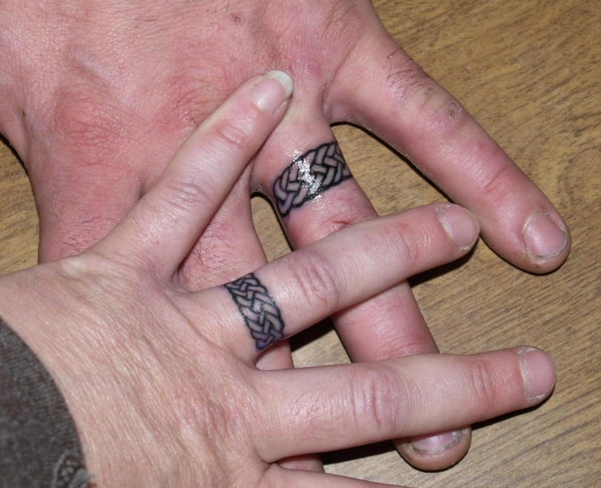 Tatuaje de anillos encadenados, una metáfora del compromiso