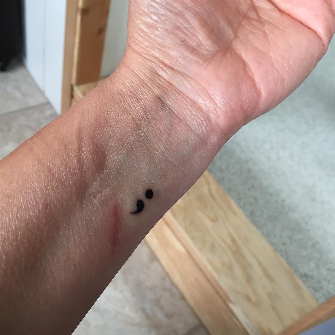 El Significado Del Tatuaje Del Punto Y Coma