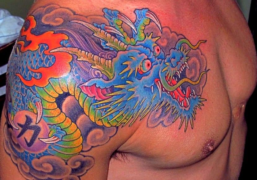 tatuajes de dragones pecho