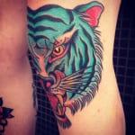 Tatuajes en la rodilla