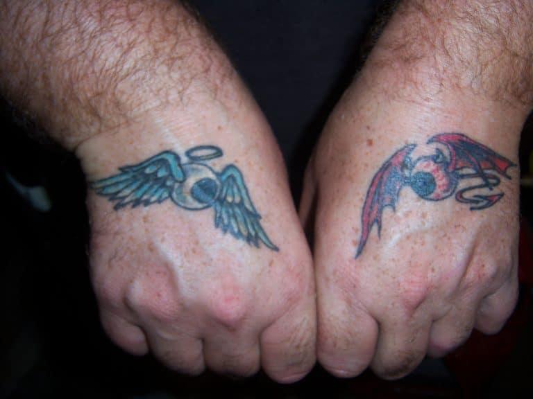 Ángel y demonio en las manos