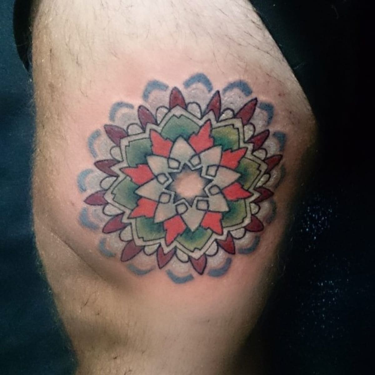 Tatuaje mandala a color