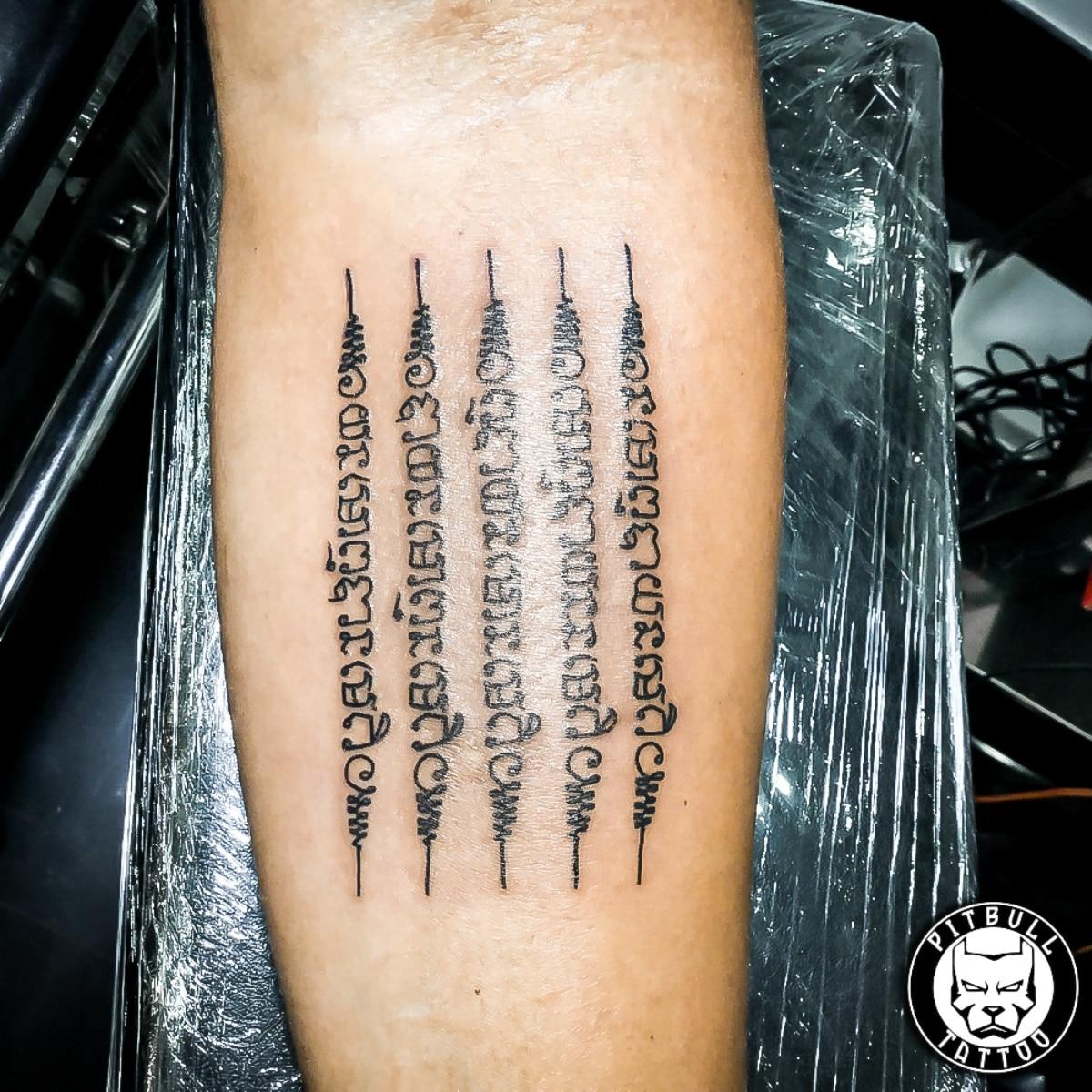 Tatuaje sak yant brazo