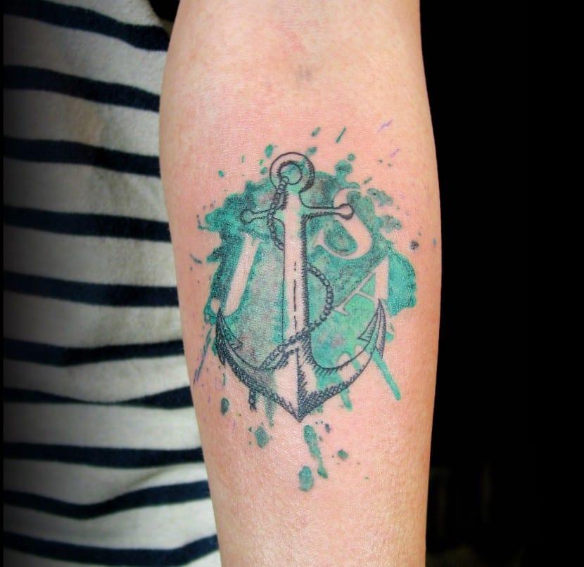 tatuaje clasico ancla hombre