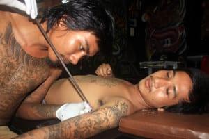 tatuaje hecho con bambu
