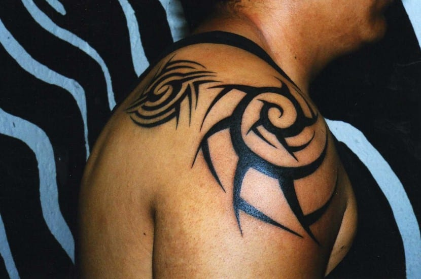 tatuaje hombro clasico
