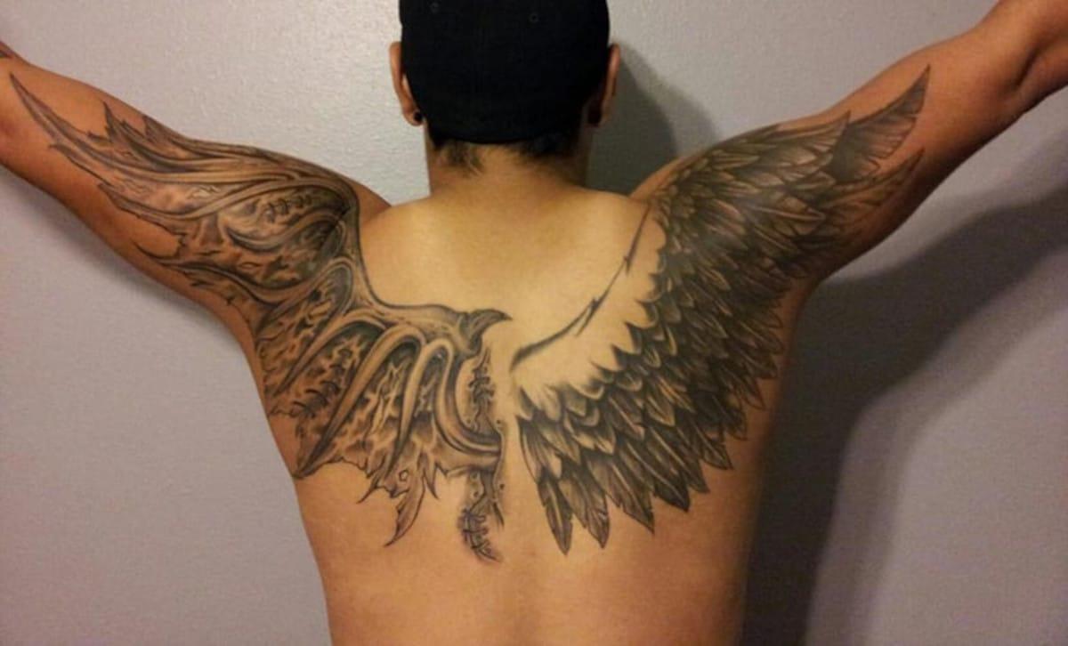Tatuaje mixto con ala de cada