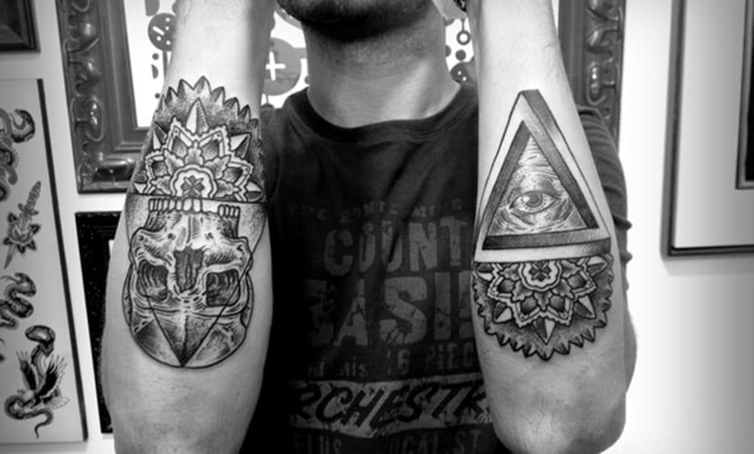 Tatuaje en negro