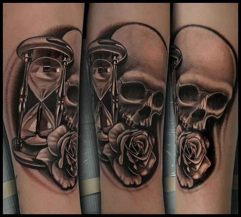 tatuaje calaveras reloj de arena