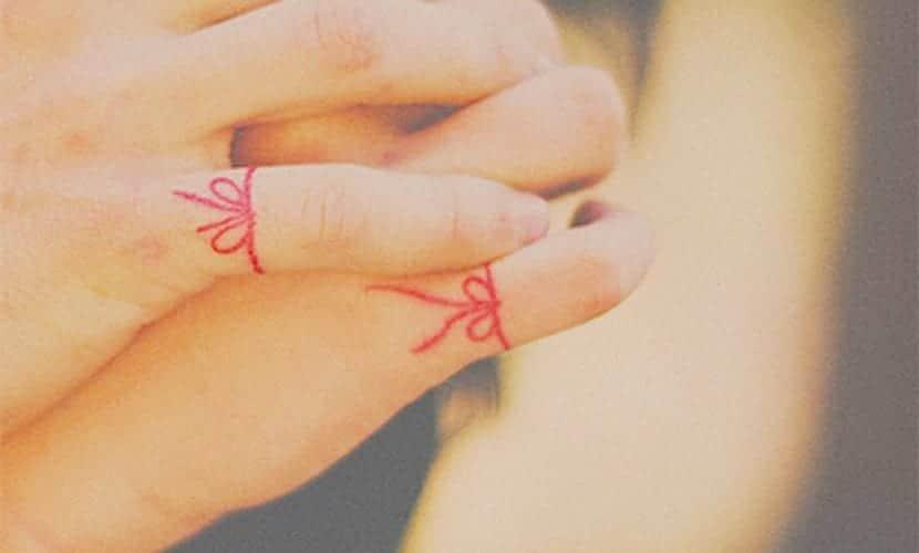 Tatuajes de hilo rojo