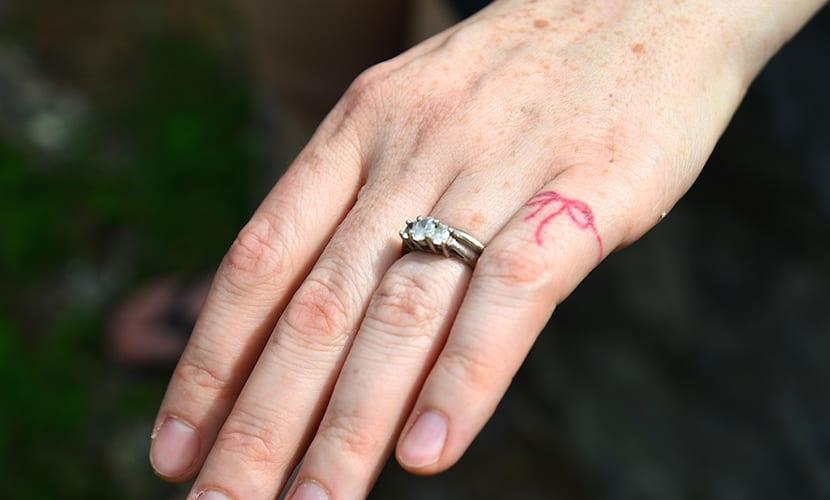Qué Hay Tras Los Tatuajes De Hilo Rojo