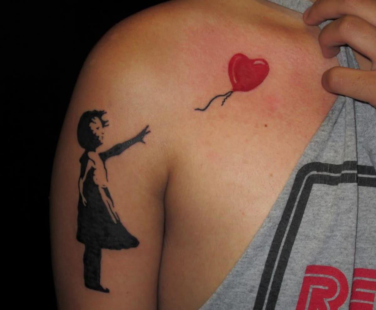 Tatuaje inspirado en la obra de Banksy