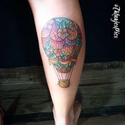 Tatuaje de globo con mandala en la tela