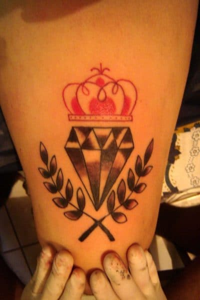 Ramas de olivo con diamante y corona