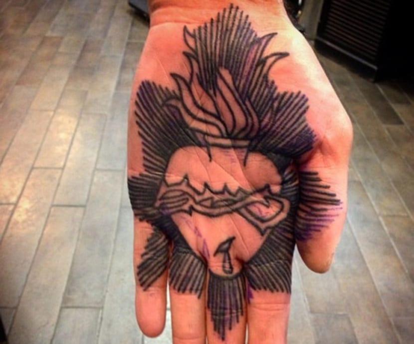 Tatuajes De Corazón Con Espinas