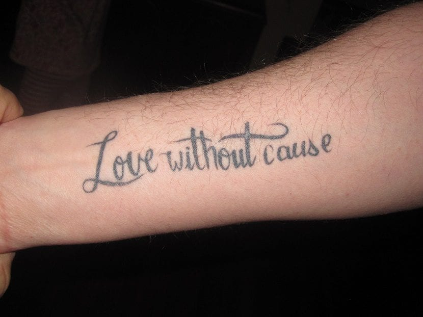 tatuaje de frases en el brazo
