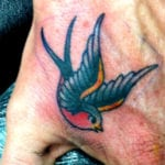 Tatuajes de golondrinas para hombres