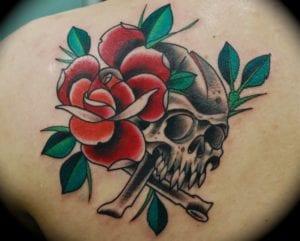 tatuaje de calaveras con rosas