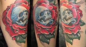 tatuajes de calaveras y rosas