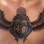 Tatuaje de escarabajo egipcio
