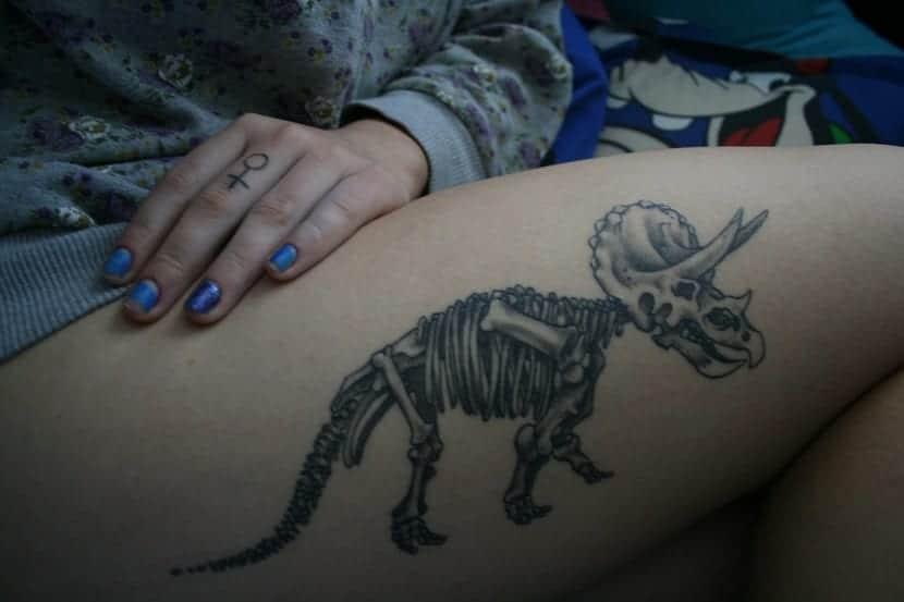 Tatuaje de triceratops