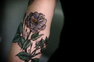 tatuajes de flores en el brazo